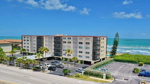 Oceanfront Building Phenominal Summer Price- $600 for 7 Days- Pool by Beach