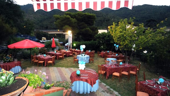Breakfast, lunch and dinner served, Mediterranean cuisine