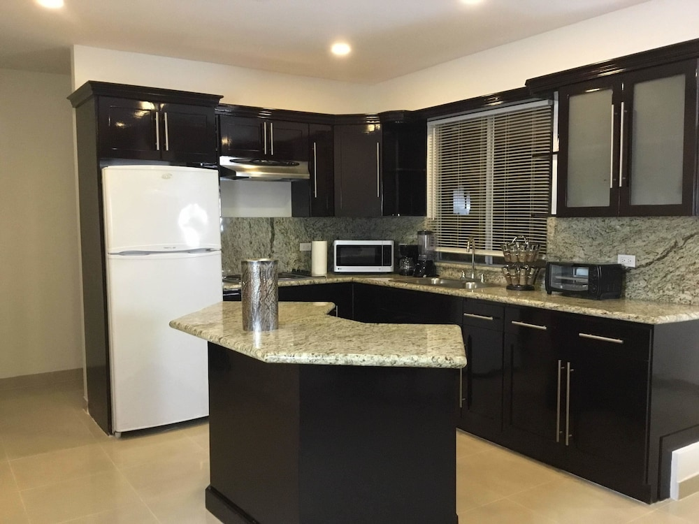 Private Kitchen, Rio Suites Apartments & Extended Stays