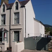 Beautiful House With Wi-fi in Seaside Village of Nefyn, Llyn Peninsula