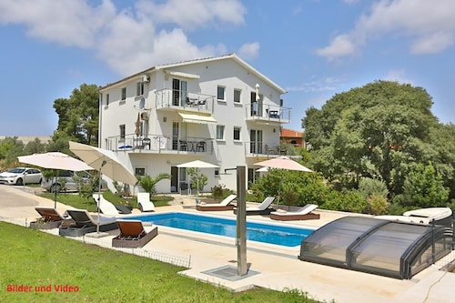 Luxury Villa With Private Heated Pool and sea View