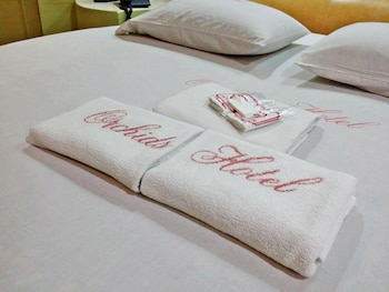 Orchids Drive Inn Hotel and Restaurant, Manila: 2019 Room