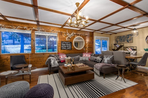 Cabin Style Retreat on 1 Acre