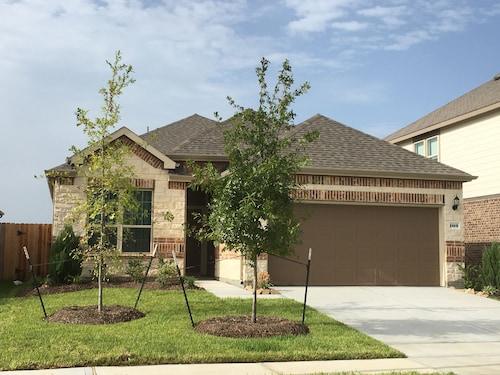 Lake Front House 4BR2B In West Houston