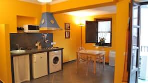 Fridge, microwave, stovetop, coffee/tea maker
