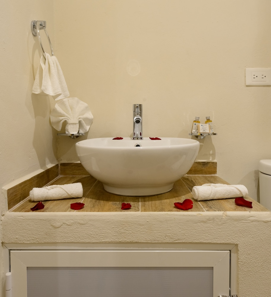 Bathroom Sink, Casa del Árbol Condo