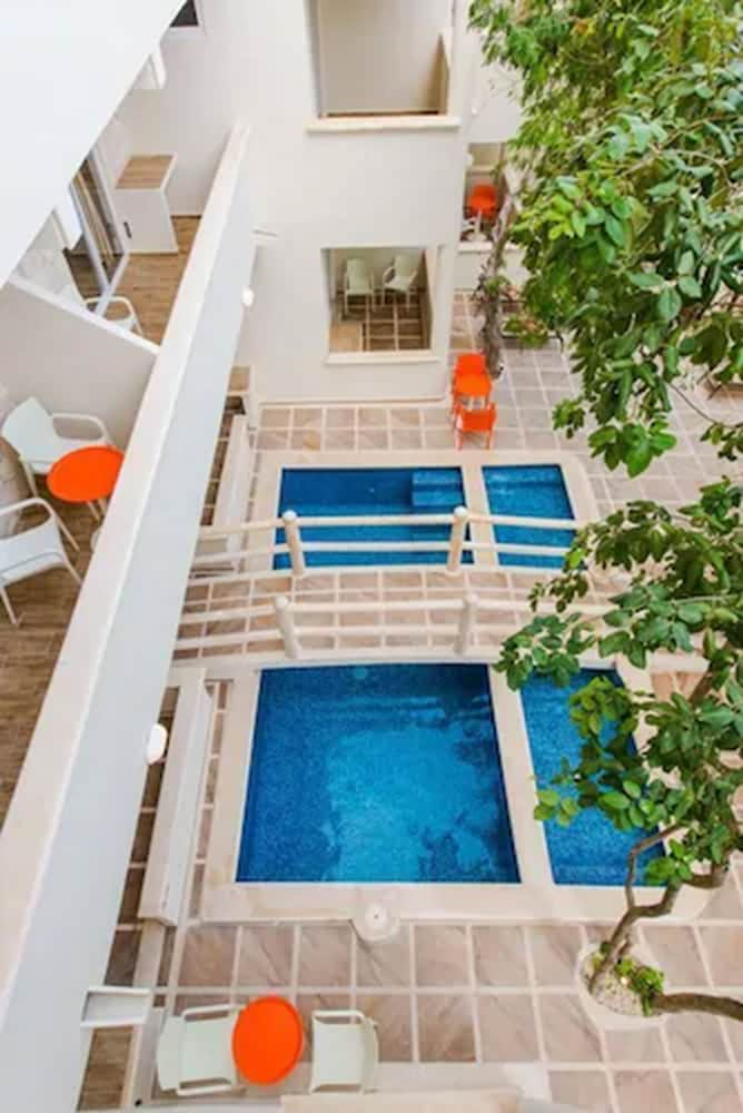 Outdoor Pool, Casa del Árbol Condo