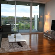 City Fringe Boutique Parkland 2 Bedroom Apartment