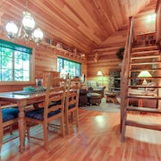 Enchanted Cabin in the Woods Vacation Home 1 Bedroom