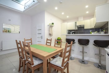 Bright &Airy 2 Bed in Stoke Newington