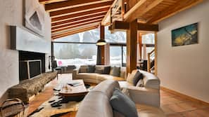 Flat-screen TV, fireplace, iPod docking station