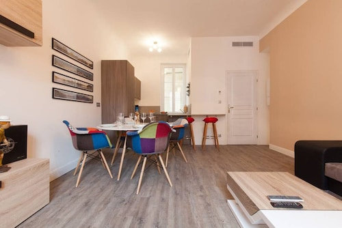 New - Beautiful 2 Bedrooms With AC - Antibes Center