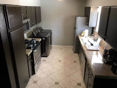 Vegasbnb 3 Bdrm Home Near Downtown, Strip AND Mccarran