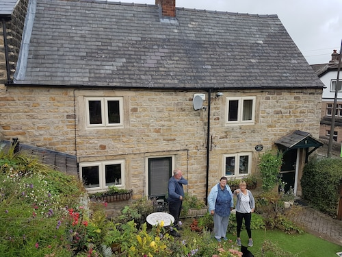 Beautiful 2 Bedroomed Stone Cottage in the Centre of Crich