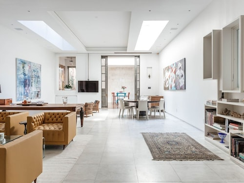 East 83rd Townhouse II by Onefinestay
