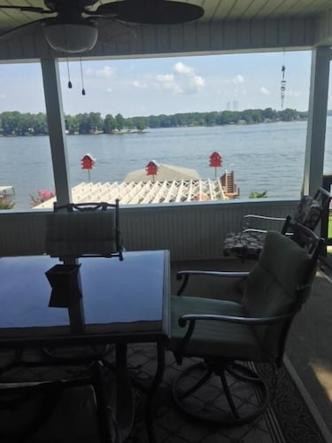 Balcony, Fun in the Sun! Lakefront Home on Lake Sinclair. Right off 441