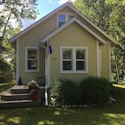Charming Private Year Round Cottage, Close to all Amenities