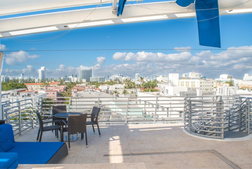 Penthouse King Suite has Private Roof Top Terrace With Hot Tub ...