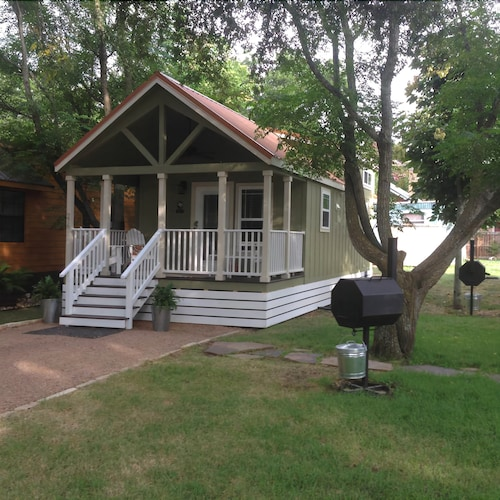 Great Place to stay Tiny Home - 'the Family' near Staples
