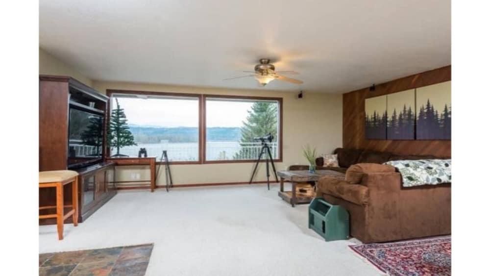 Room, Million Dollar View - Columbia River Getaway