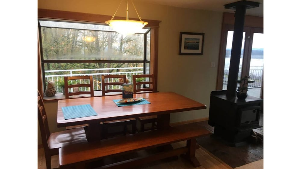 Private Kitchen, Million Dollar View - Columbia River Getaway