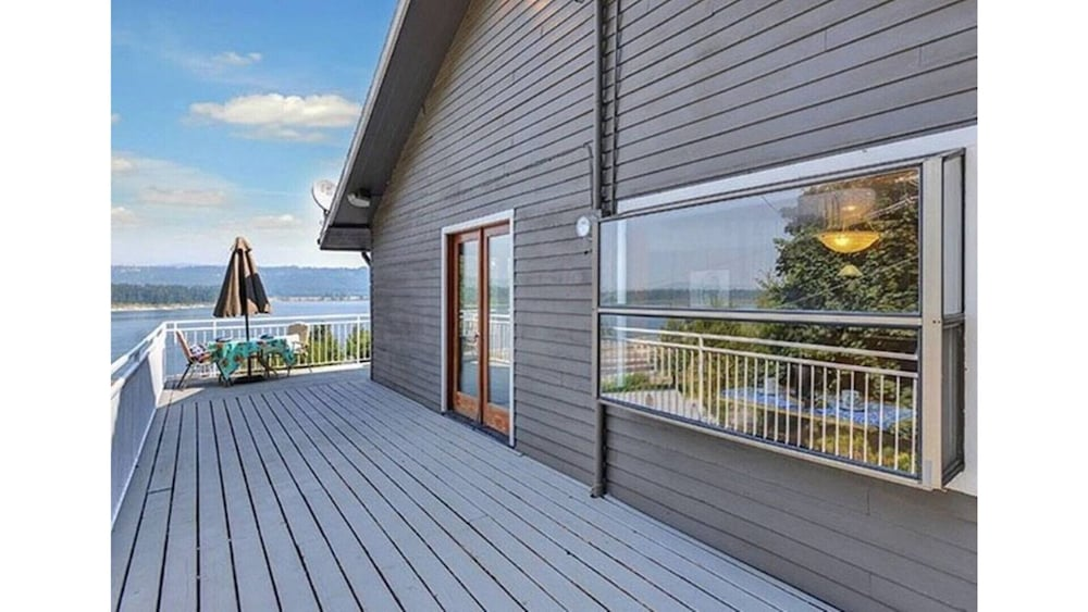 Balcony, Million Dollar View - Columbia River Getaway