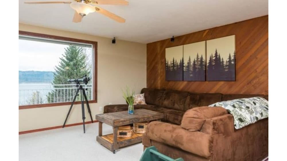 Living Room, Million Dollar View - Columbia River Getaway