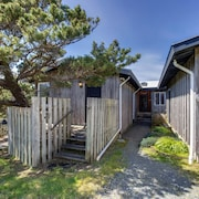 Spindrift Oceanfront Home - The Helm Vacation Home 2 Bedroom