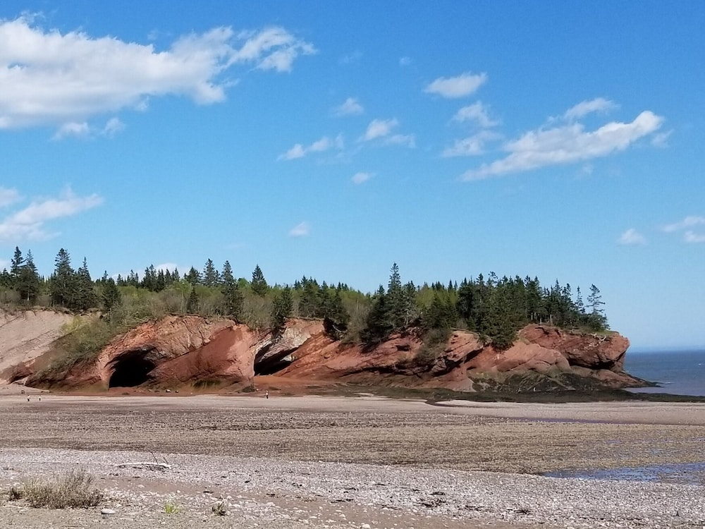Beach, Two-century-old Cottage, Cozy And Full Of Charm, Within View of Bay Of Fundy