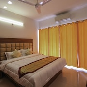 OYO Home 10833 2BHK Miramar Beach