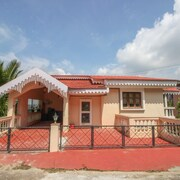 OYO Home 9790 Luxury 3BHK Villa Bambolim