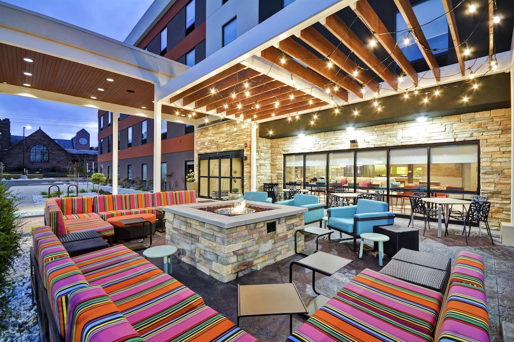 Terrace/Patio, Home2 Suites by Hilton Carbondale