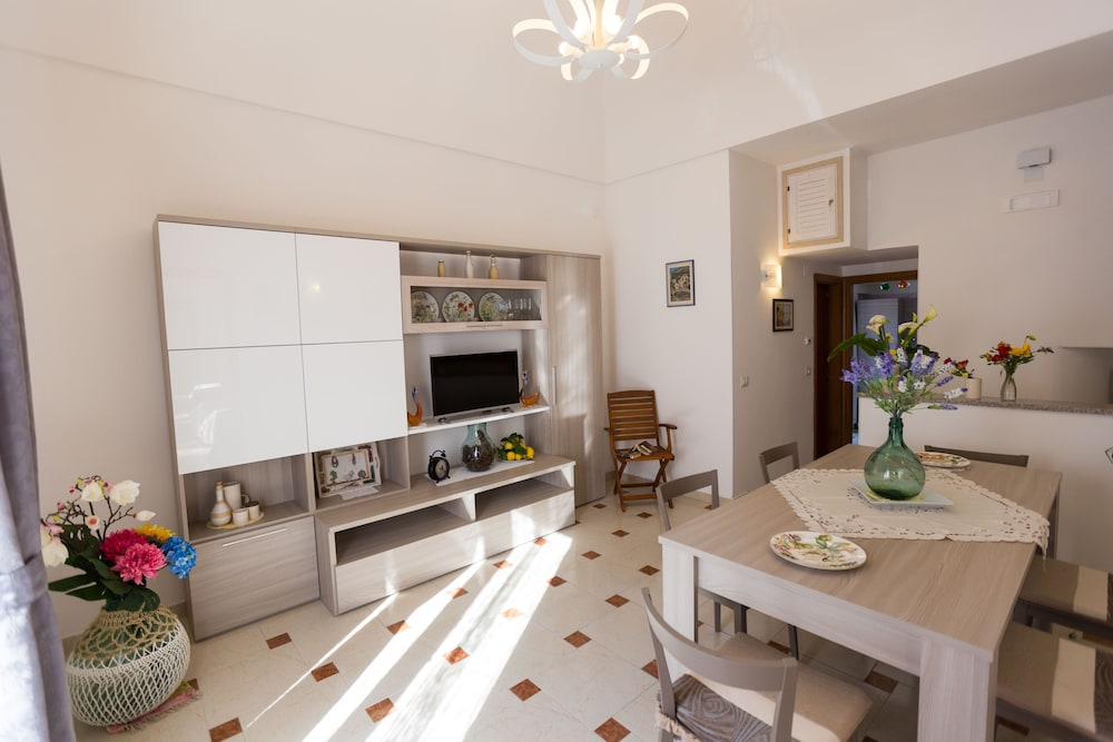 In House 168 Beach House on the Amalfi Coast Ideal for Families and on celebrity house in, car house in, japanese house in, vacation house in, country house in, fun house in, french house in, summer house in,