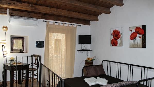 1 Schlafzimmer, Schreibtisch, schallisolierte Zimmer