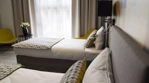 Minibar, safe på rommet, skrivebord og strykejern/-brett