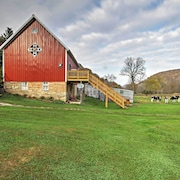 Unique Renovated Winona Barn w/2 Decks on 80 Acres