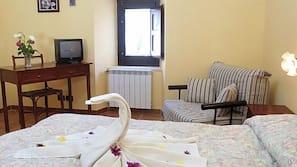 1 camera, una scrivania, culle/letti per bambini (gratuiti)