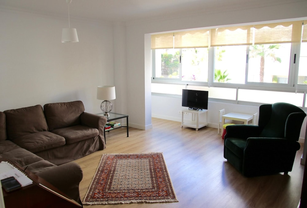 Urban Modern 3 Bedroom Flat With Quality Decor In Santa Cruz