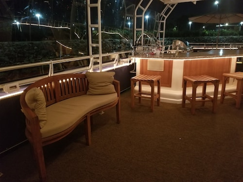 Gorgeous Houseboat 5 Star 2 Story Dream Getaway