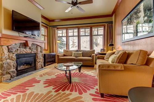 Ski-in/ski-out From This Condo Near the Lifts - Plus Pool, hot Tub, & Sauna
