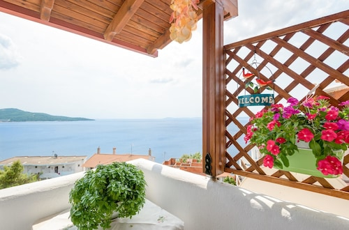 House With 2 Bedrooms in Neos Marmaras, With Wonderful sea View, Enclosed Garden and Wifi - 500 m From the Beach