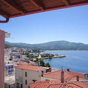 Family-friendly, 2-bedroom Apartment in Neos Marmaras With Balcony and sea Views-500m to the Beach!
