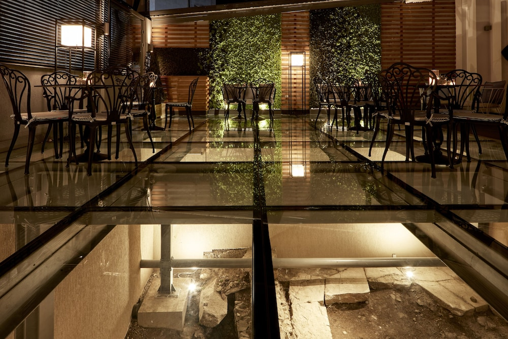 Outdoor Dining, Antigon Urban Chic Hotel