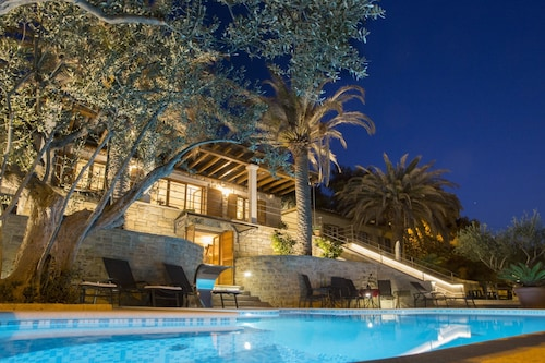 Luxury 5* Seaview Villa With 3 Rooms in Split, With Private Pool, Enclosed Garden