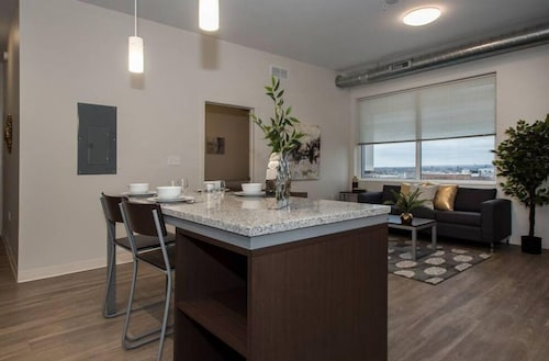 Check Expedia for Availability of Apartments at 1750 Euclid Ave
