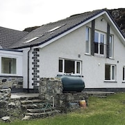 Lovely Holiday Home With Wonderful sea Views in Peaceful, Sheltered Location