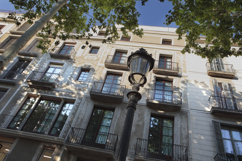 Front of Property, Apartments Rambla 102