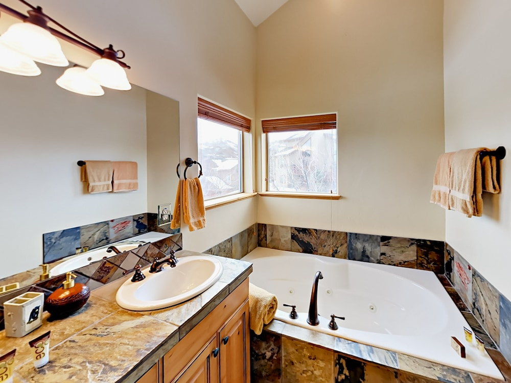Bathroom, 8437 Pointe Dr Home
