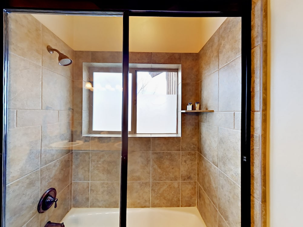 Bathroom Shower, 8437 Pointe Dr Home