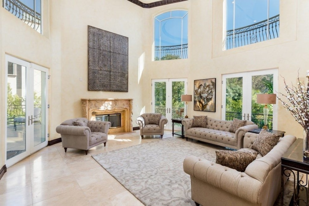 Living Area, Robmar Mansion
